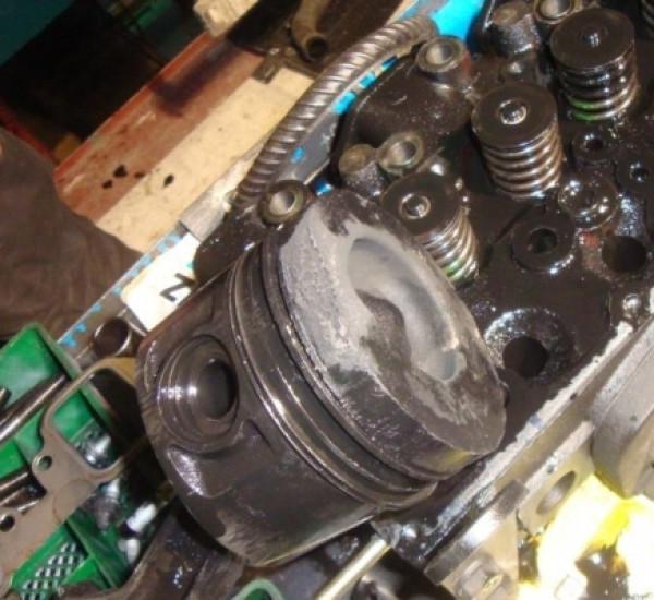 Одно из последствий перегрева двигателя - прогар поршня
