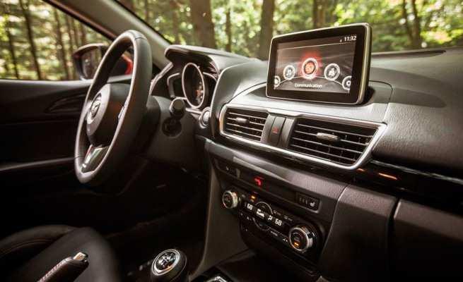 Так выглядит экран мультимедийной системы Mazda 3 2014 года