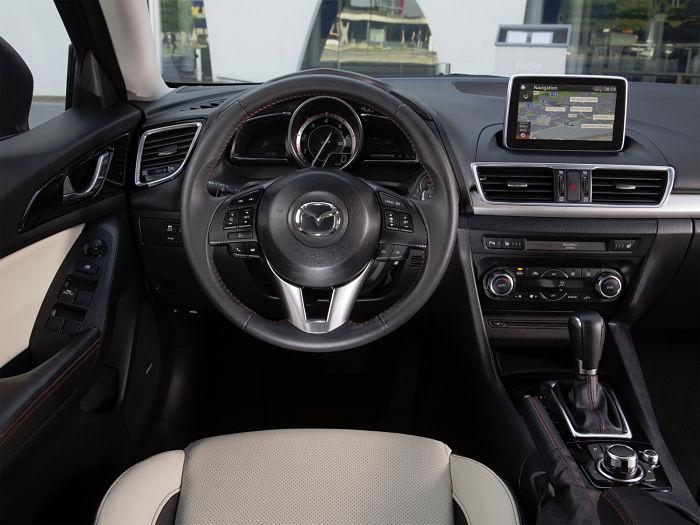 Интерьер салона Mazda 3 седан