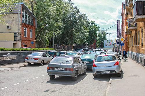 парковка машин в два ряда