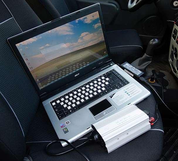 Автомобильный инвертор в работе
