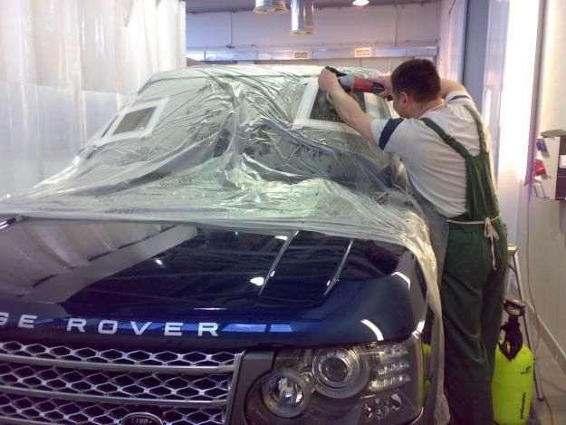 Процесс полировки автомобильного стекла
