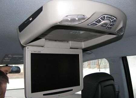 Автомобильный телевизор в потолке
