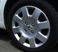 Типы, достоинства и недостатки автомобильных колпаков на колеса