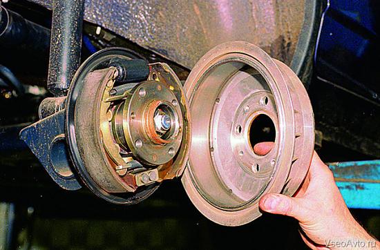Замена колодок на задних колесах