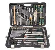Набор инструментов и ключей для автомобиля