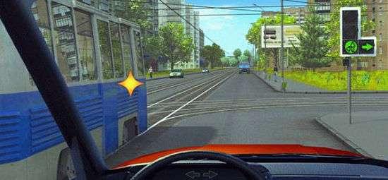 Трамвай должен проехать первым, у него приоритет, только потому что это трамвай