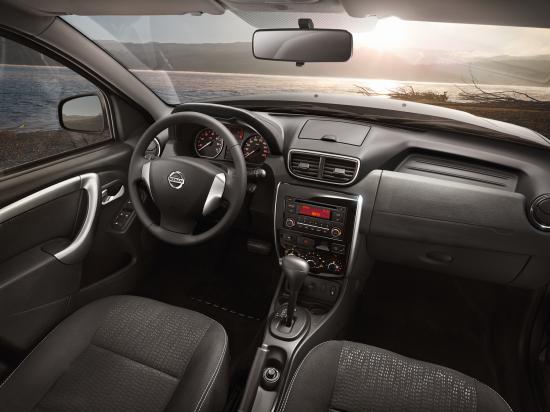 Внутренний интерьер Nissan Terrano