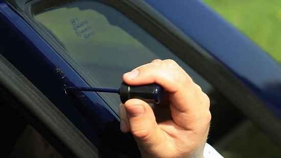 Как избавиться от царапины на машине своими руками