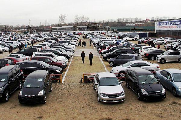 рынок подержанных машин  в городе
