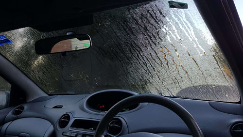 запотевшее лобовое стекло в машине