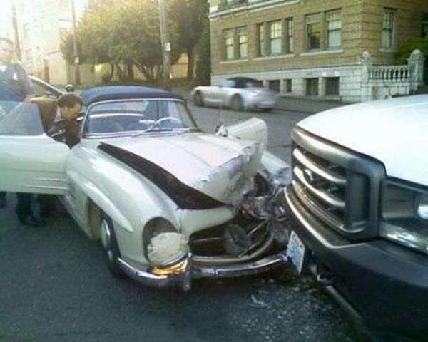 Авария с Mercedes Benz SL 300 Gullwing