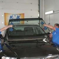 замену лобового стекла автомобиля в специализированных центрах