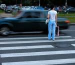 автомобиль не пропускает пешехода на переходе
