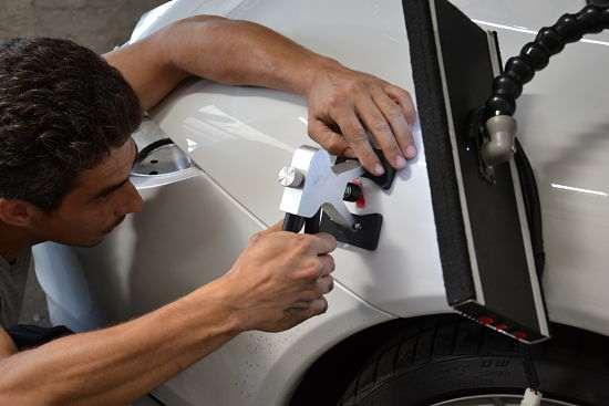 работы по удалению вмятин на кузове автомобиля