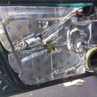 Шумоизоляция дверей авто