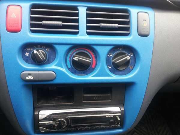 жидкая резина в салоне автомобиля