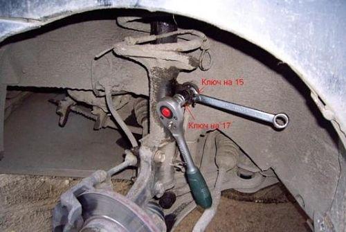 разобранный передний амортизатор