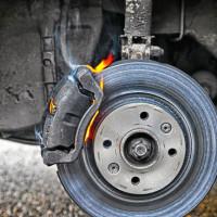 тормозной диск и тормозная колодка