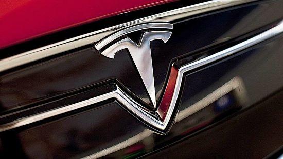 эмблема автомобиля tesla